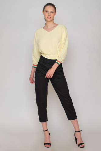 Yellow crop top with long sleeves and rally