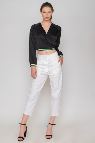 Carrot fit white trousers with pockets