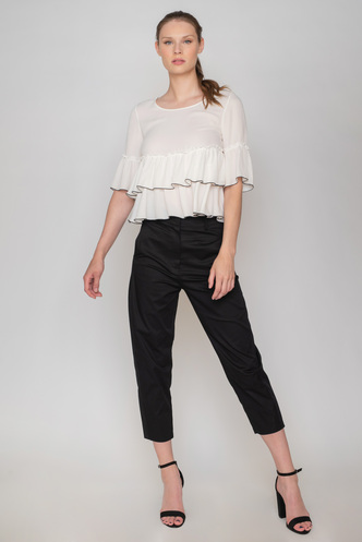 Carrot fit black trousers with pockets