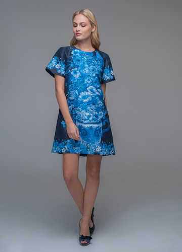 Mini dress with blue floral print with short sleeves